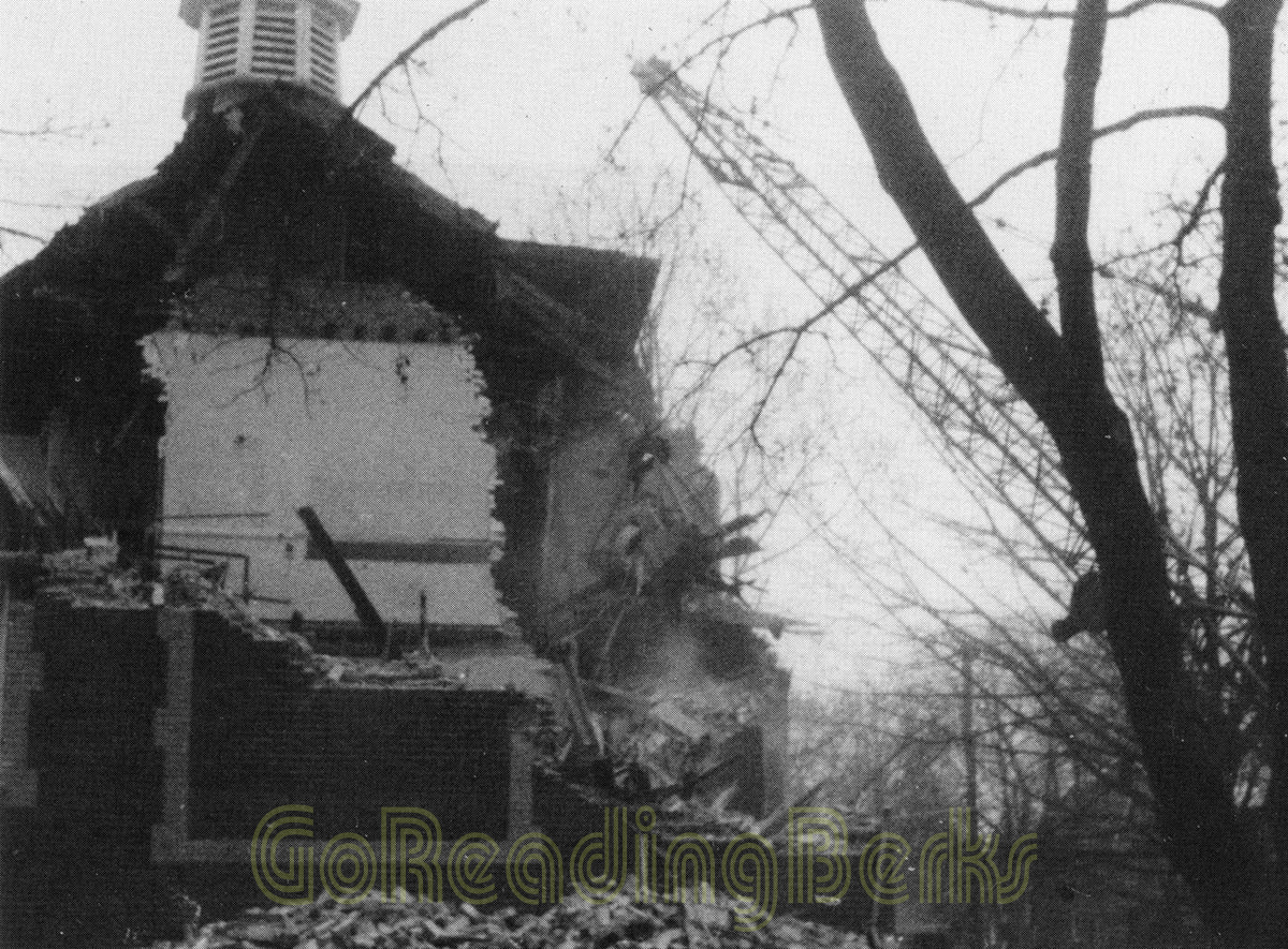 Demolition of West Lawn Elementary School, 1977