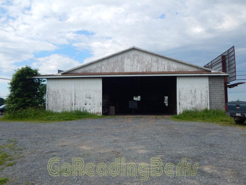 Whander Field hangar