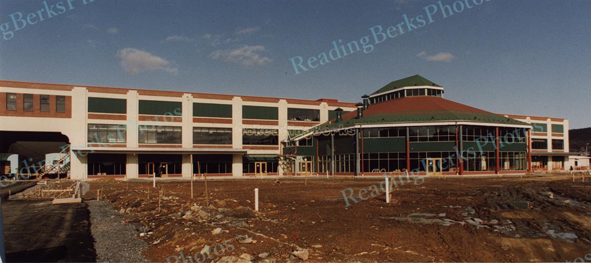 Reading Station Outlet Center
